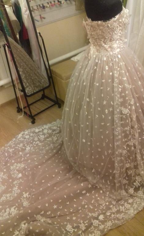 Работа швея свадебных платьев